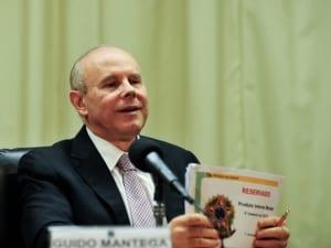 Mantega admite que crescimento do PIB em 2012 ficou abaixo das expectativas