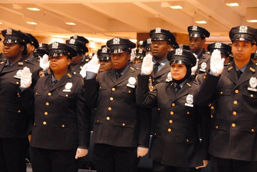 SSA oath close 0308 1024x685 A imprensa brasileira diz que a polícia de Nova Iorque é racista