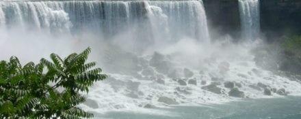 As Cataratas do Niágara estão congeladas