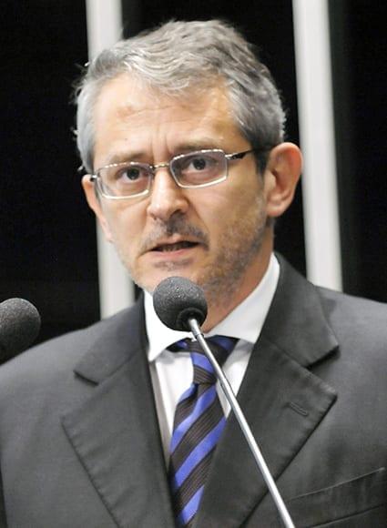 Morre Otávio Frias