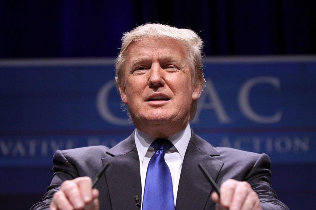 Donald Trump 25681459801 1024x682 Despencando