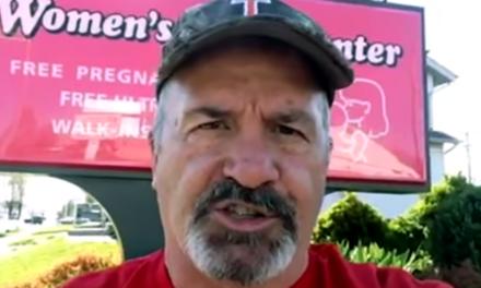 Pastor do YouTube declara oficialmente que a masturbação é gay