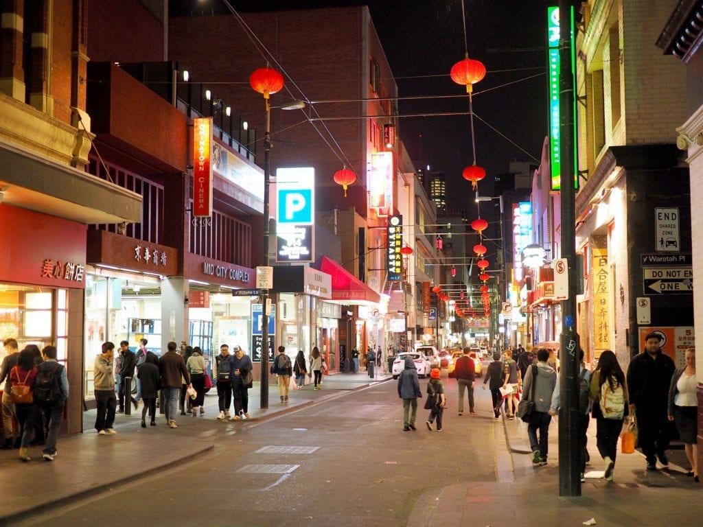 Chinatown Melbourne at night in September 2014a 1024x768 Australianos estão evitando lojas chinesas