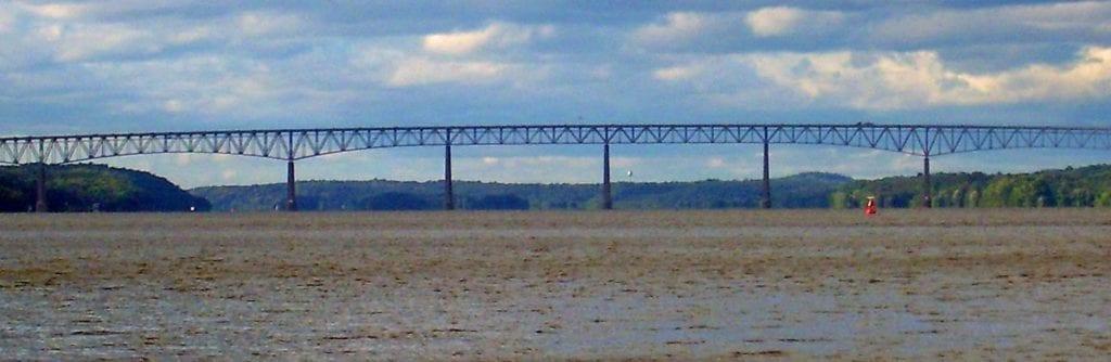 Kingston Rhinecliff Bridge 1 1024x334 BRASILEIRA SALTA PARA A MORTE EM NOVA IORQUE