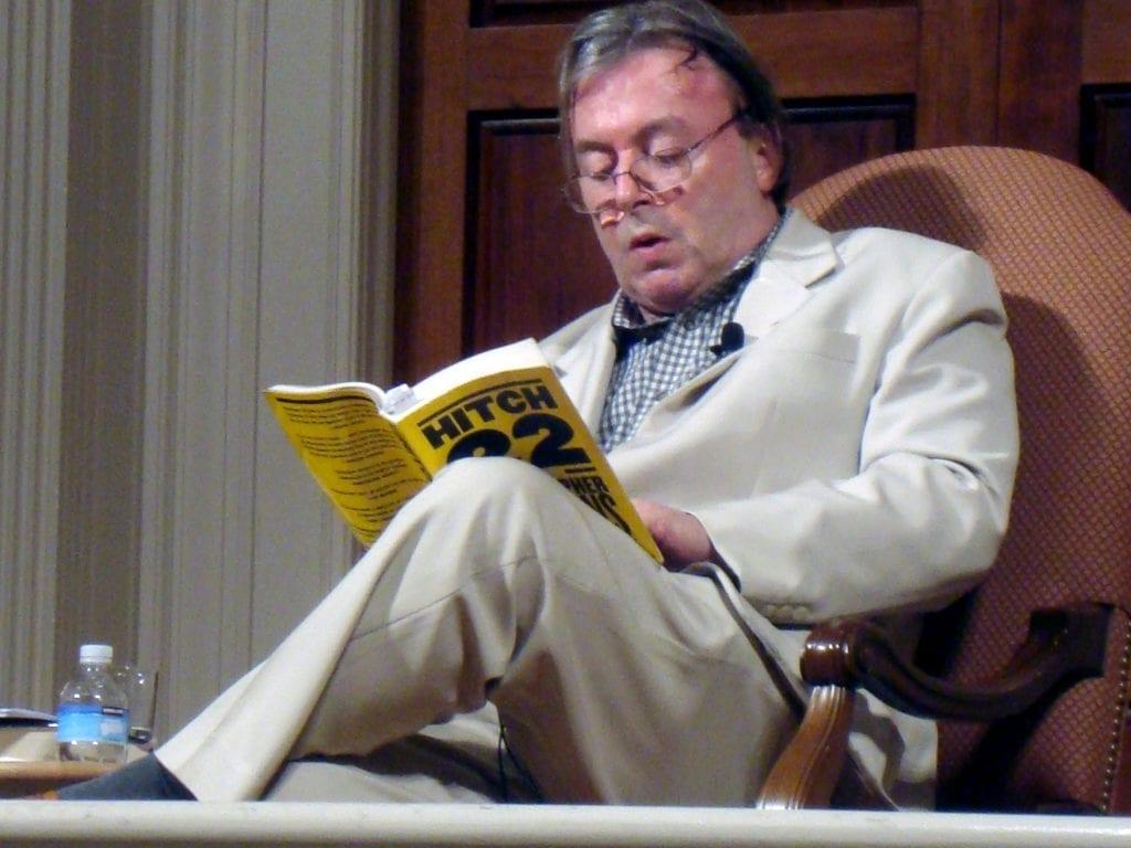 Christopher Hitchens  1024x768 Bem, eu não aceito a premissa.