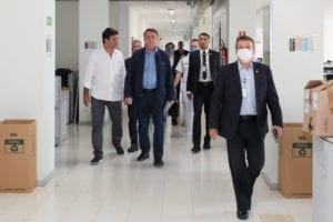fnp saude bolsonaro20200322 0270 1 300x200 Presidente da República, Jair Bolsonaro e o Ministro da Saúde, Luiz Henrique Mandetta,  durante Videoconferência com a Frente Nacional de Prefeitos   FNP.