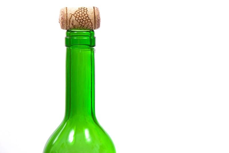 Como abrir uma garrafa vinho sem saca rolha