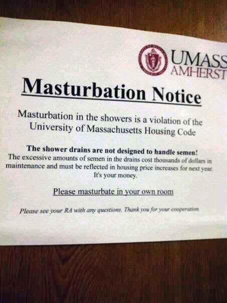 Alunos não podem mais se masturbar no chuveiro