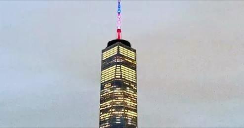 One World Trade Center foi iluminada com as cores da bandeira francesa