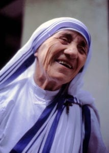 Teresa von Kalkutta 1 214x300 A fraude chamada Madre Teresa de Calcutá