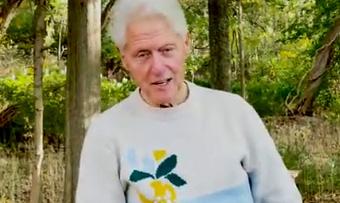 O ex-presidente Bill Clinton retorna para casa em Nova York após ser hospitalizado na Califórnia